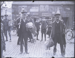 Reserve soldiers with bags and rifles, leaving magazine barracks